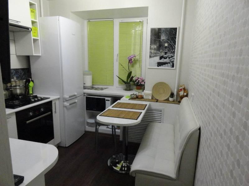 Холодильник в прихожей: плюсы и минусы, варианты расположения, примеры
