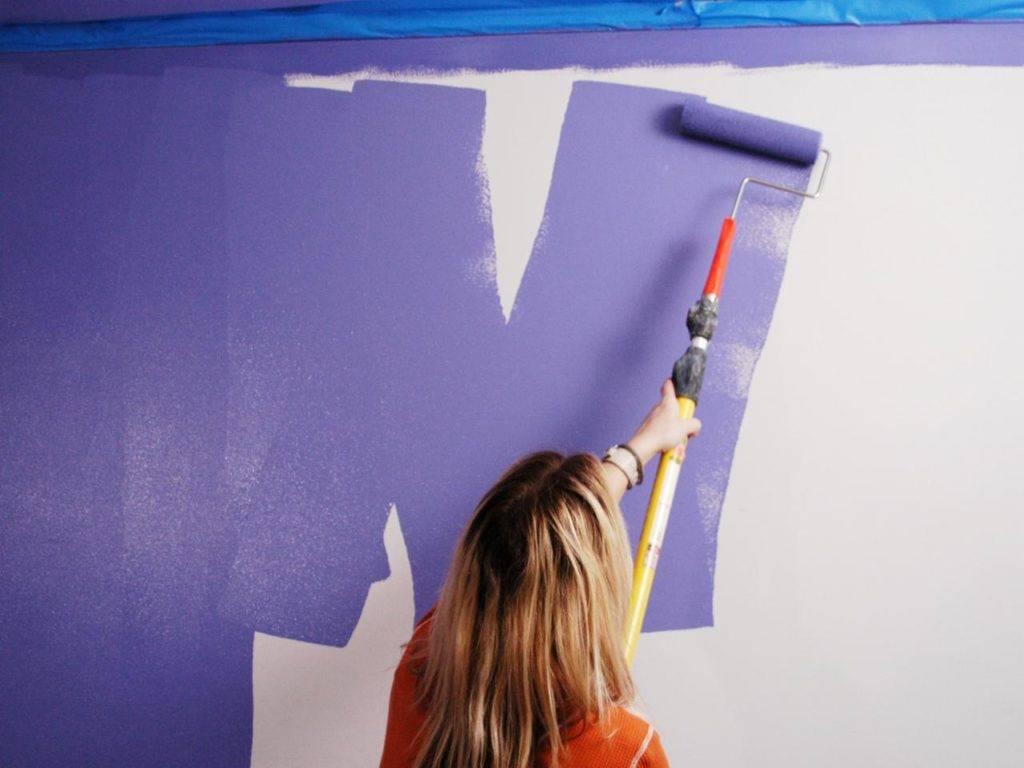 Каким валиком красить стены акриловой краской