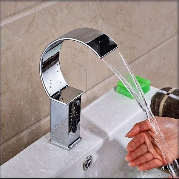 Сенсорный смеситель для воды- особенности конструкциибесконтактного крана : плюсы и минусы +фото и видео