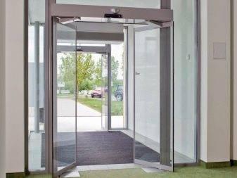 Стеклянные межкомнатные двери: раздвижные, распашные, матовые (50+ фото)
