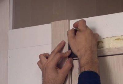 Резные наличники (42 фото): деревянные и пластиковые варианты на окна, конструкции из дерева с резьбой своими руками, нарезная оконная продукция