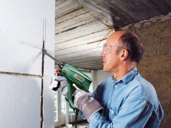 Как проштробить бетонную стену под проводку и розетки самостоятельно