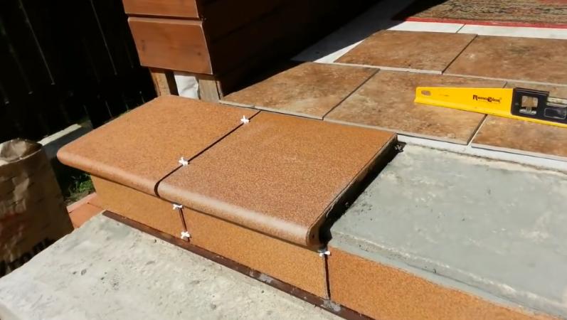 Керамогранит для крыльца на улице: морозостойкие, противоскользящие ступени