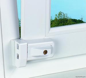 Детский замок на окна: виды оконных блокираторов + установка своими руками