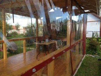 Рулонные мягкие окна для веранды особенности и преимущества