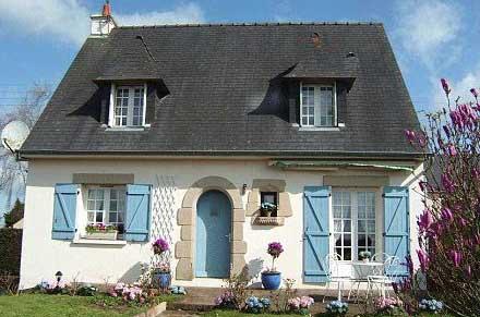 Фасады домов в различных стилях (66 фото): классический и скандинавский, английский и немецкий стили, шале и прованс