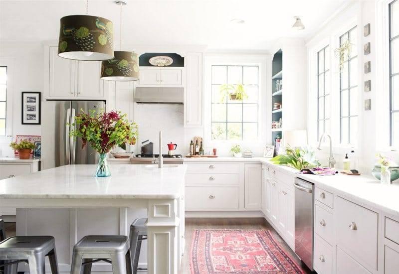 Ковер в интерьере кухни - гид по выбору и 30 фото