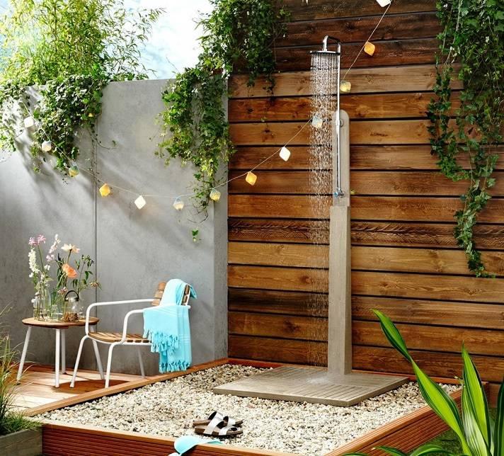 Не самая популярная постройка, а зря: летний душ своими руками