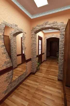 """Декоративная штукатурка в прихожей (маленькой и большой): """"короед"""" и иные виды внутренней отделки стен разного цвета, фото в интерьере, и как отделать своими руками?"""