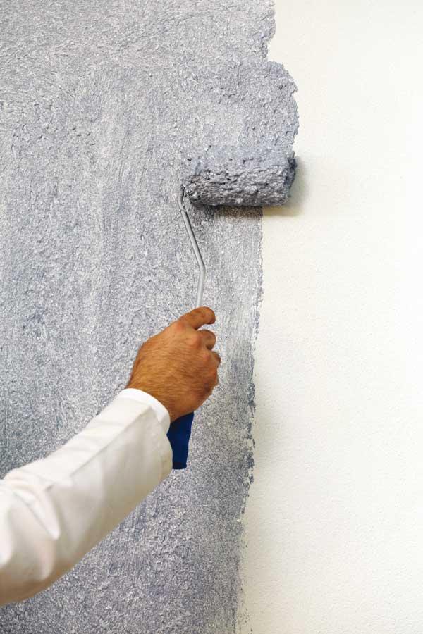 Покраска декоративной штукатурки: какие бывают цвета и краски, колеровка – одним цветом, двумя и более, как перекрасить своими руками, воск, лак, узоры на стене
