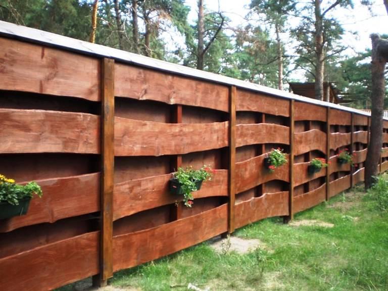 Как построить бюджетный забор для дачного участка – выбор строительных материалов
