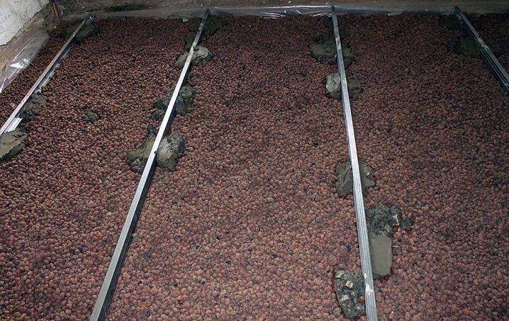 Как правильно утеплить пол керамзитом? плюсы и минусы утепления напольных покрытий в деревянном доме, отзывы