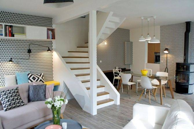 Черно-белые обои в интерьере (102 фото): варианты сочетания на стенах комнаты, модели с рисунком в полоску и узорами с цветами, примеры в интерьере