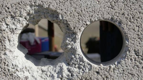 Чем замазать глубокие дыры в стене. чем заделать большое отверстие. пошаговая технология устранения дефектов