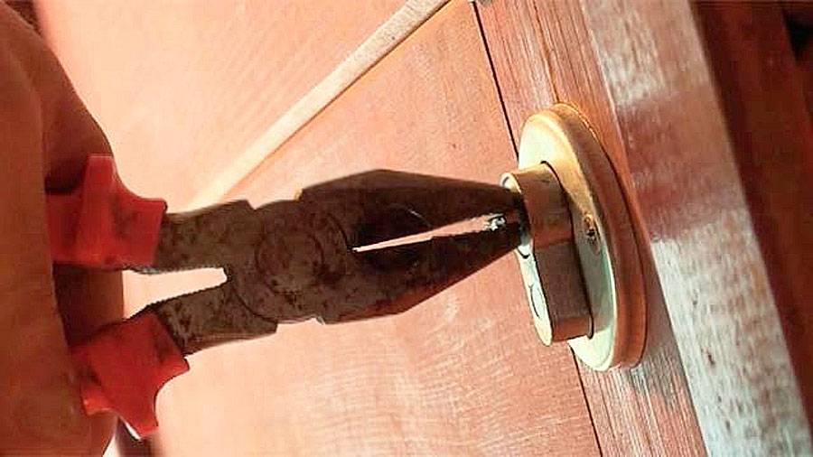 Как открыть замок скрепкой, если ключ забыт или потерян