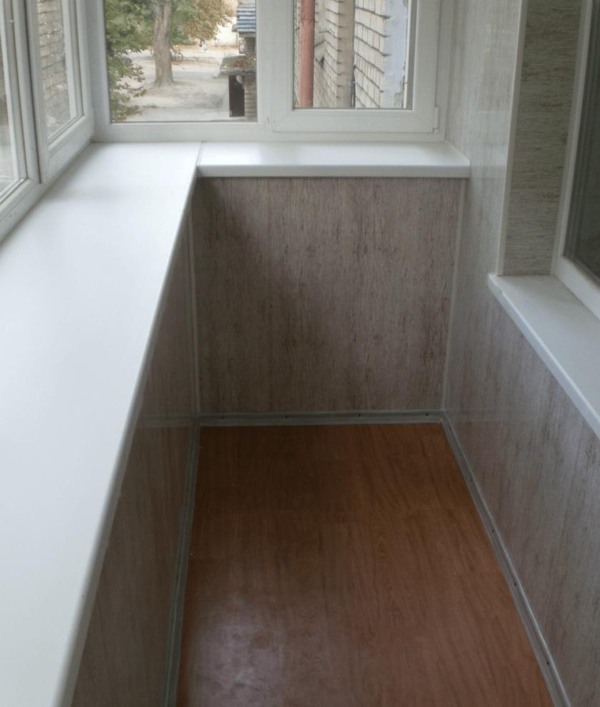 Подоконник на балконе - отделка и монтаж подоконника из пвх, деревянного, углового