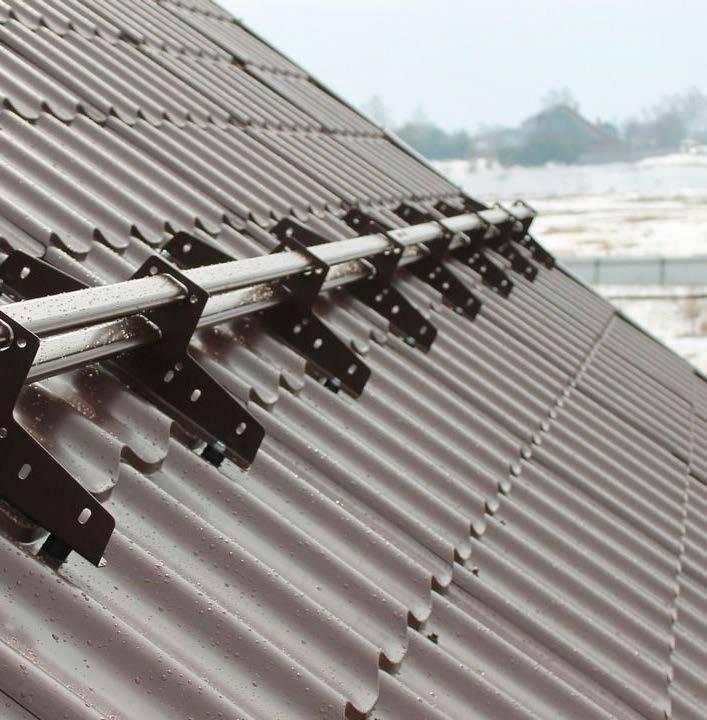 Как сделать снегозадержание на крыше из металлочерепицы – выбор снегозадержателей и правила установки