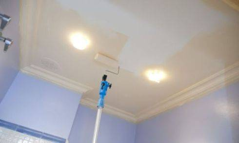Что нужно для покраски потолка и стен без разводов