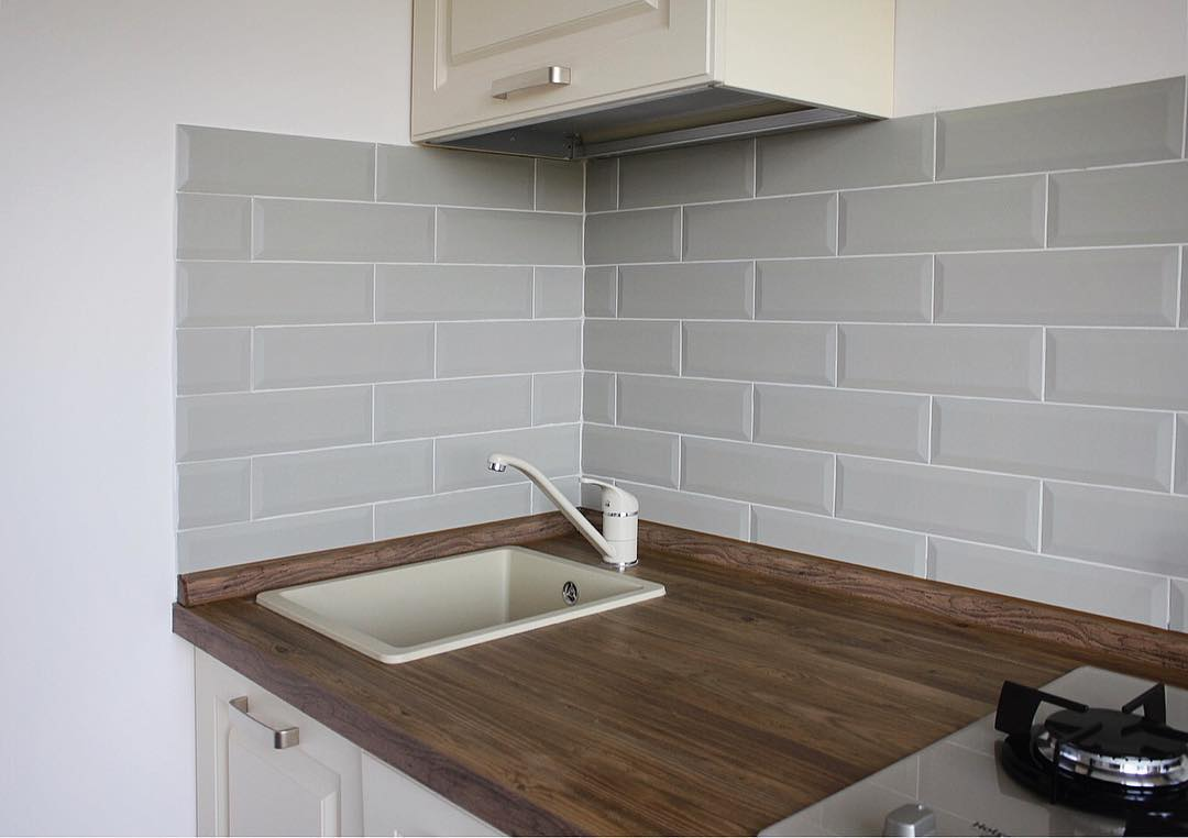 Плитка «кабанчик» на фартук кухни — как выбрать и вписать в современный интерьер