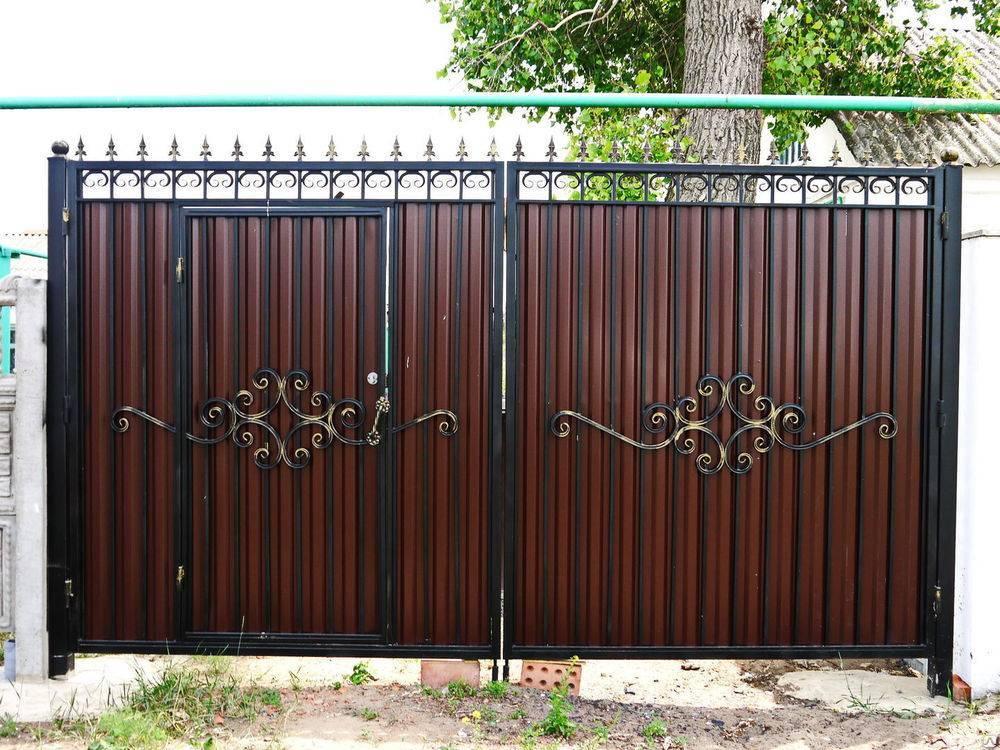 Ворота с калиткой из профнастила своими руками: фото и видео