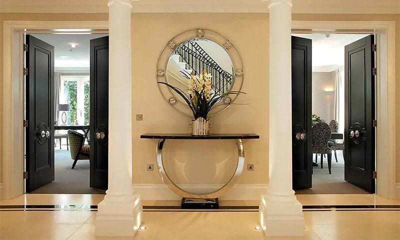 Двери цвета беленый дуб в интерьере квартиры