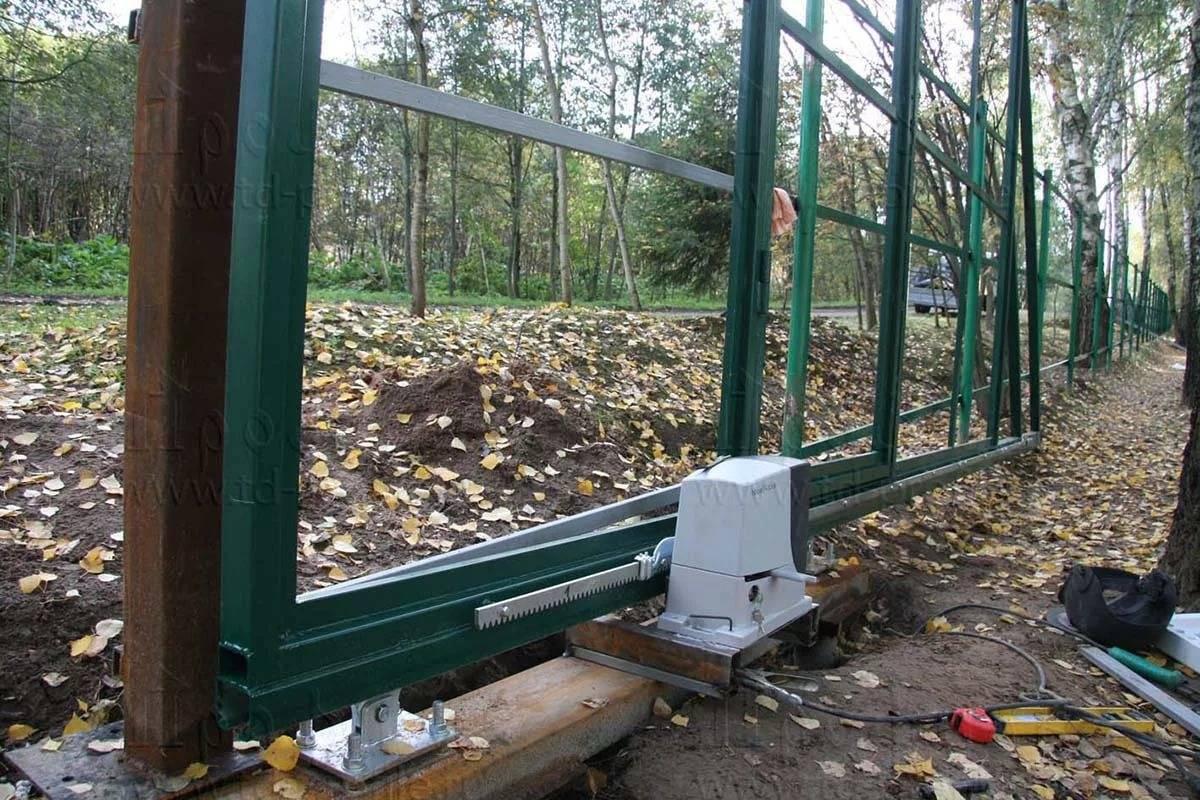 Бетонирование откатных ворот: каркасно-монолитное и свайное основания