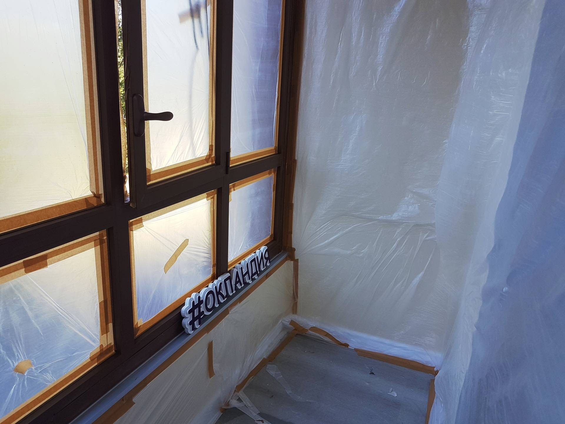Как покрасить пластиковые окна: материалы и этапы работ