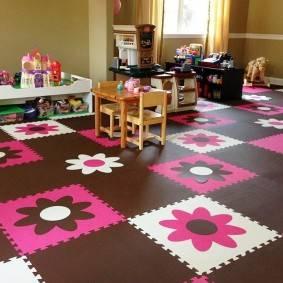 Какой мягкий пол для детей в комнату выбрать