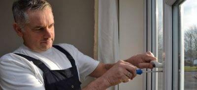 Ремонт фурнитуры пластиковых окон — распространенные поломки и пути их решения