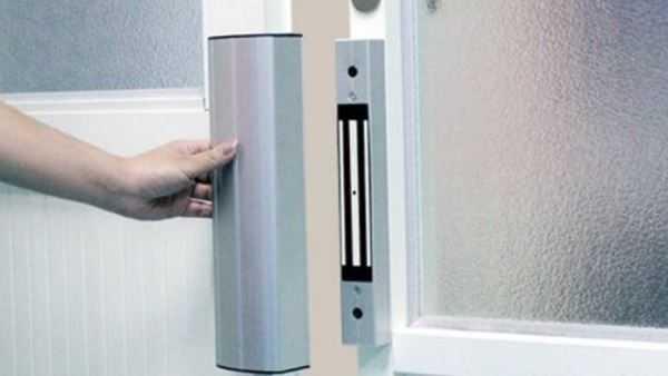 Замки для входных дверей: механизмы для металлических и железных дверей с отпечатком пальца, электрический и умный замок-невидимка