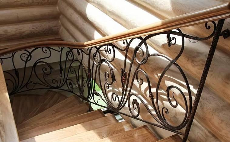 Пристенные поручни для лестниц: виды и особенности их установки