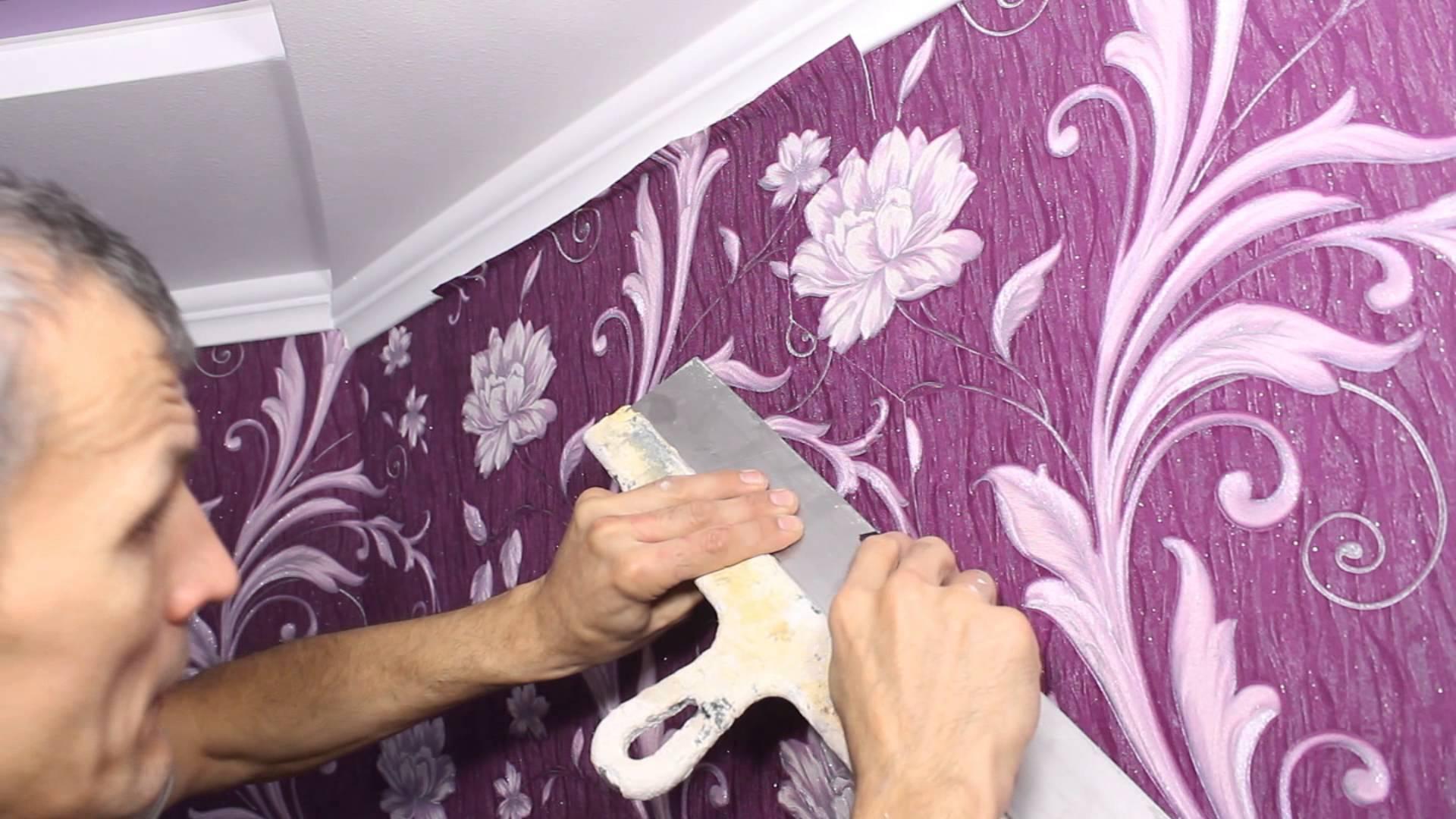 Можно ли поклеить обои на крашенные ранее стены: как поклеить правильно, какой клей и обои выбрать, сколько сохнет поверхность
