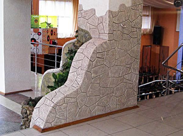 Имитация камня декоративной штукатуркой: как своими руками сделать искусственную каменную поверхность на цоколе, фасаде и при внутренней отделке + фото и видео