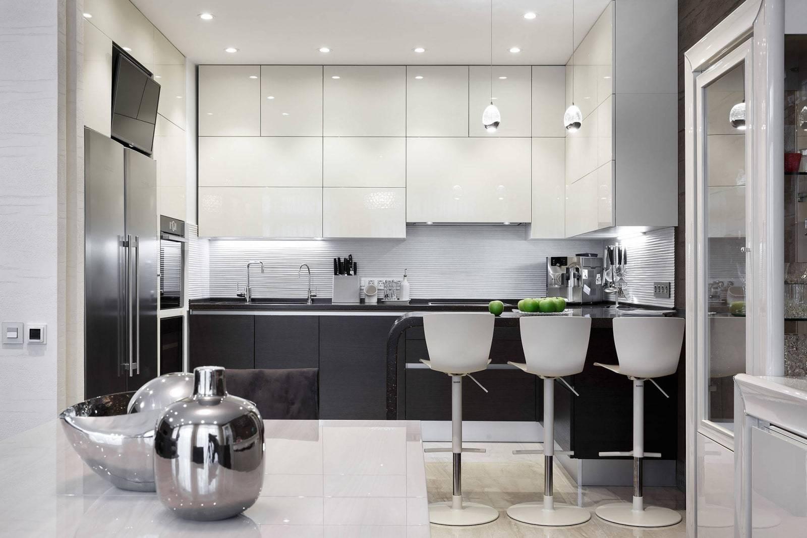Какие потолки на кухне лучше: фото интерьеров, выбор материала, особенности монтажа и ухода