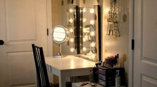 Овальное зеркало: большие поворотные модели с фацетом без рамы, варианты зеркал на ножках в спальню