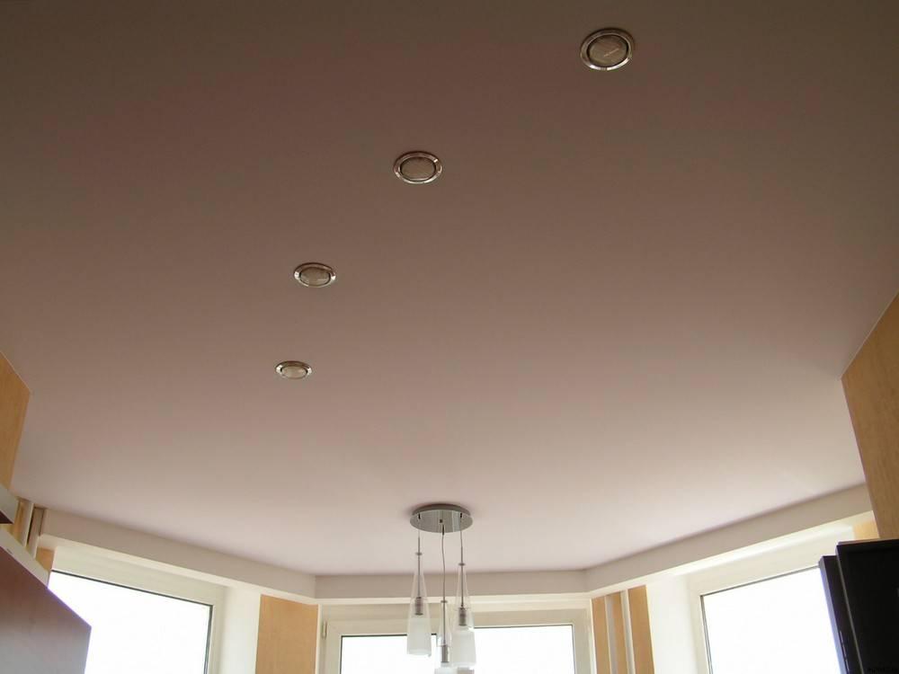 Выбираем лучшие натяжные потолки по материалу, типу, производителям