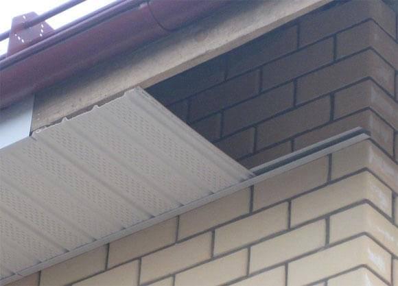 Какой способ варианта подшивки карнизов крыши выбрать?