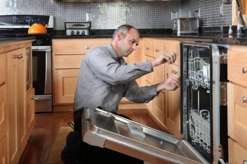 Как установить посудомоечную машину в готовую кухню своими руками