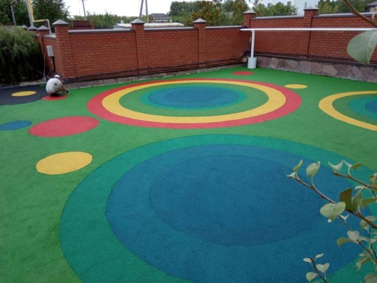 Покрытие для детских площадок из резиновой крошки: безопасность прежде всего