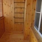 Сушилка для белья на балкон (39 фото): подвесная и потолочная сушилка, балконная вешалка, веревки для сушки