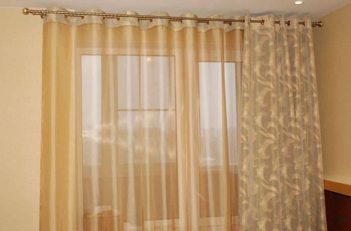 Тюль-микросетка в интерьере: виды занавески, достоинства и недостатки, как красиво повесить штору с вышивкой