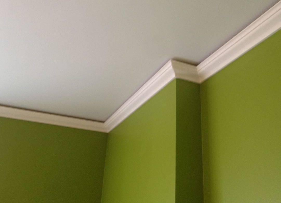Тонкости выбора плинтуса на потолок
