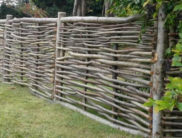Самый дешевый забор: выбор и сравнение материалов