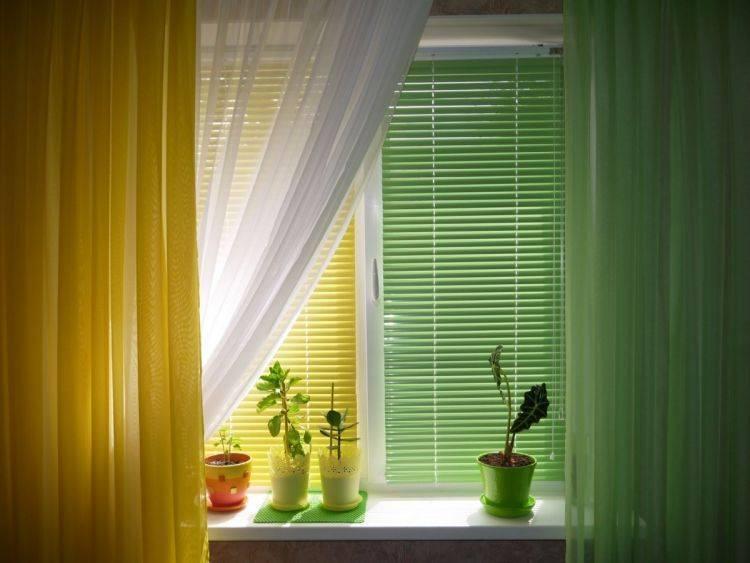 Шторы на лоджию (57 фото): рулонные занавески, римские модели от солнца, как сделать своими руками