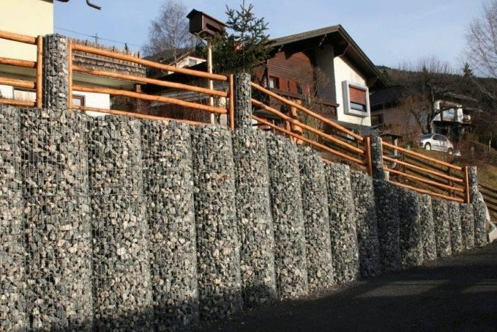 Забор из камня своими руками: 23 фото