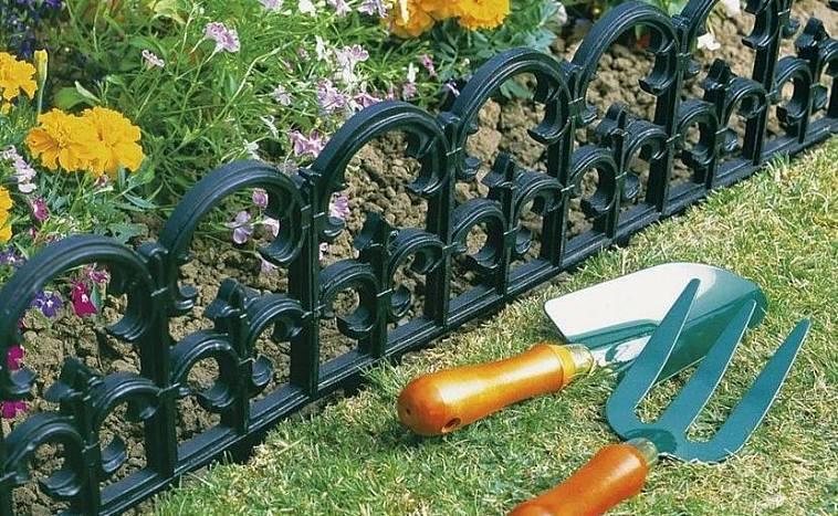 Декоративные заборы и ограждения для клумб (53 фото): как сделать для цветника из подручных материалов, заборчики