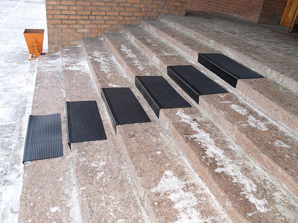 Чем застелить ступени лестницы в доме   toppols