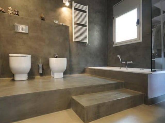 Влагостойкая шпаклевка для ванны — особенности выбора