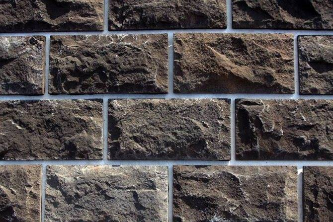 Облицовка цоколя дома искусственным камнем: выбор материала и технология отделки фундамента (фото, видео)