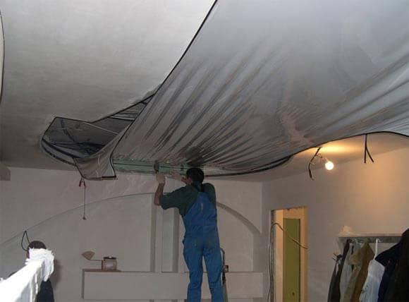 Ремонт натяжного потолка своими руками: 5 способов заклеить дырку и устранить порез
